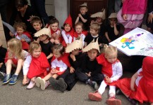 Spectacle loup et petits chaperons rouge